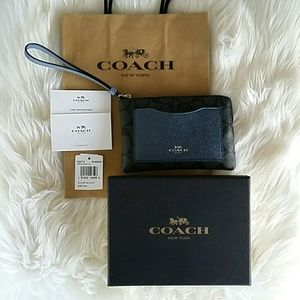 Coach Bags - 🎉HP🎉COACH monogram card holder/wristlet